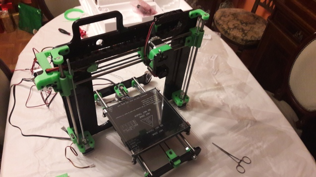 Para finalizar con la parte estructural y mecánica de la impresora, se ensamblaron las distintas partes, anteriormente montadas por separado (la LEGIO ya iba cogiendo forma).